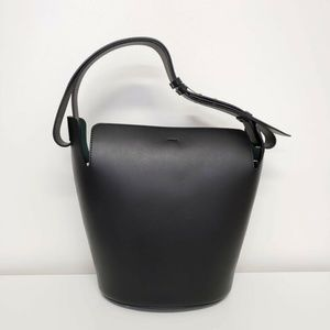 Burberry Bags - Burberry 2019 Medium Bucket Leather Bag - Black